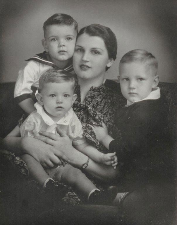 Martha Crowder Hendry, Mark Hendry, Harold Hendry and Aaron Hendry